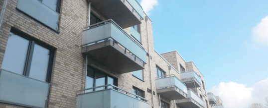 Balkonbrüstungen, Treppengeländer und Handläufe